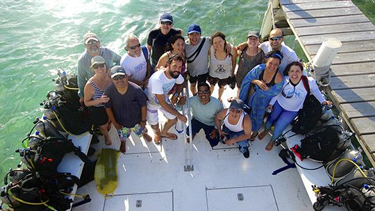 scuba-diving-group-belize-