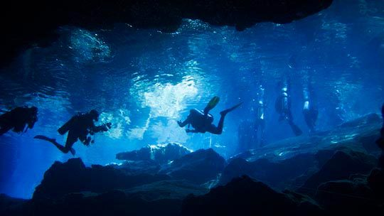 Mexico-riviera-Maya-cenotes-divers-underwater